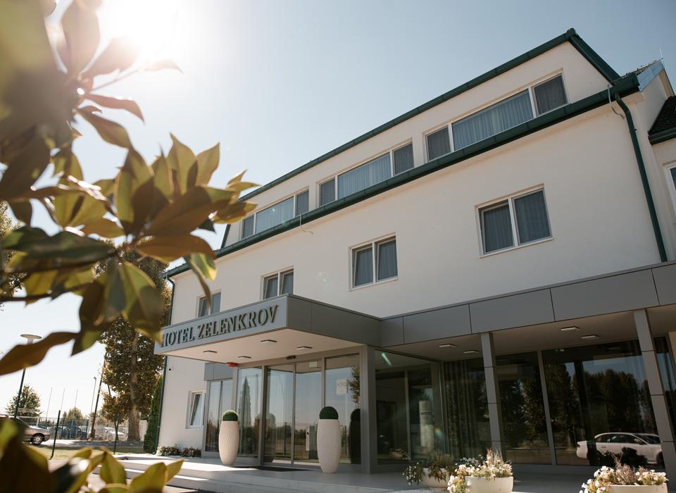 Hotel-Zelenkrov-o-hotelu